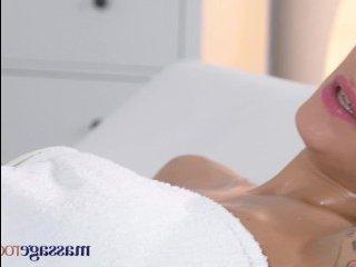 Настоящая молодая грудь студентки свела массажиста сума