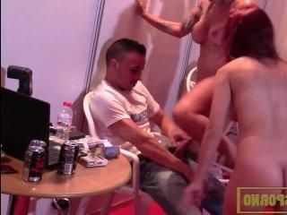 Порно молоденьких с большими сиськами на вечеринке