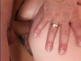Баба с большими дойками пришла к врачу, чтобы тот её выебал в жопу