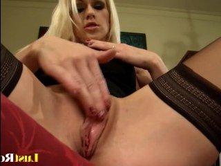 Большая обнаженная грудь блондинки возбудила лысого на жесткий секс