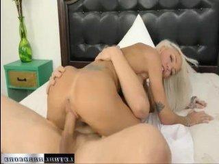 Порно инцест: большая грудь сводной сестры завела парня
