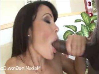 Секс видео: грудастая дама трахается негром после оральных ласк