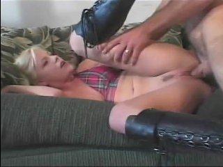 Сучка с большими сиськами любит, когда после секса ей кончают на лицо