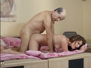 Высокие девушки с большой грудью очень любят ебаться с горячими парнями