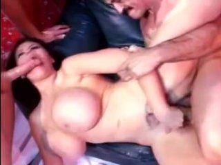 Большие сиськи зрелых тёток двигаются во время отличного секса
