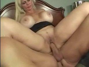 Огромные зрелые дойки женщины лапает ее мужчина