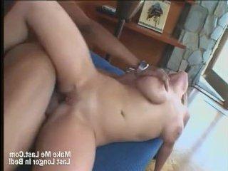 Негр с большим членом занимается сексом с толстой девушкой